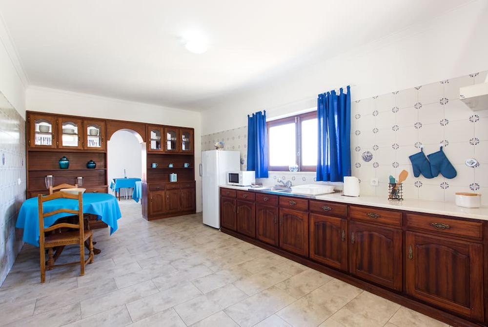 surfcamp360-accommodation-santa-cruz-kitchen