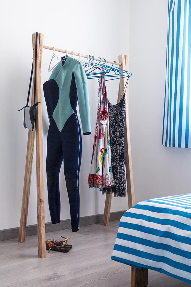 surfcamp360-clothes-hanger